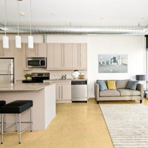 Béton ciré pour sol, pour renover un carrelage ou donner un aspect haut de gamme a un sol pour mieux vendre votre appartement